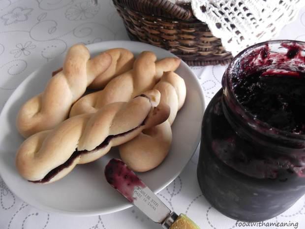 Rosquilhas com compota de uva-da-serra