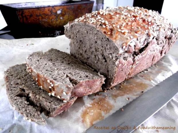 pão escuro com sementes de sésamo_ foodwithameaning