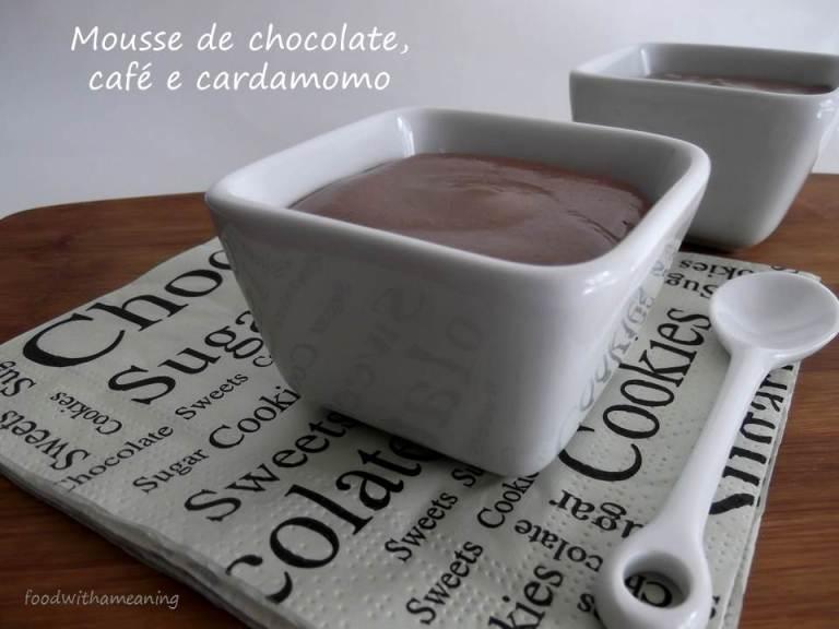 Mousse de chocolate, café e cardamomo