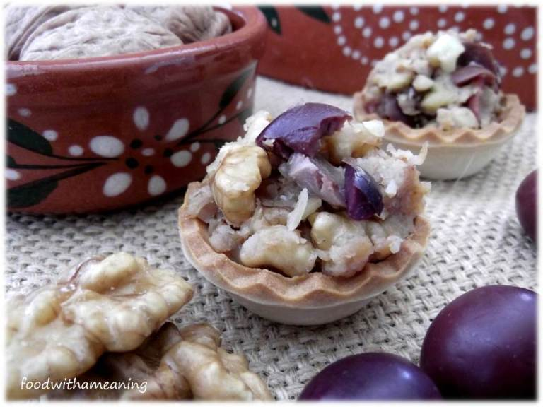 Tartaletes de alheira, noz e azeitona galega