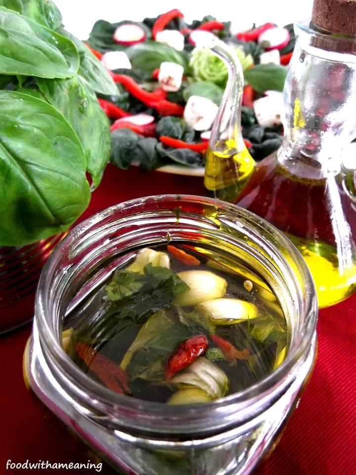 azeite aromatizado com manjericão, alho e piri-piri