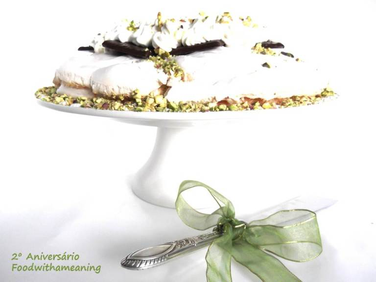 Pavlova de chocolate de menta e pistácios