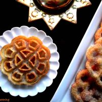 Rosas do Egito na Mesa do Natal