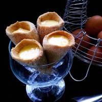 Cornucópias com ovos moles ... um doce tradicional