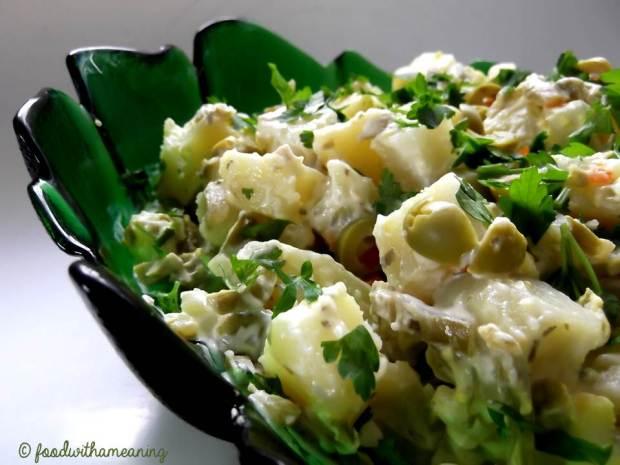 tiras de lula na brasa e salada de batata