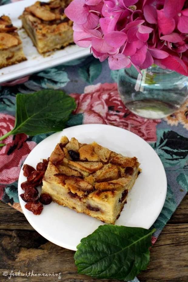bolo de maçã, caradmomo e arandos