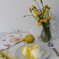 Gelado de iogurte e lemon curd