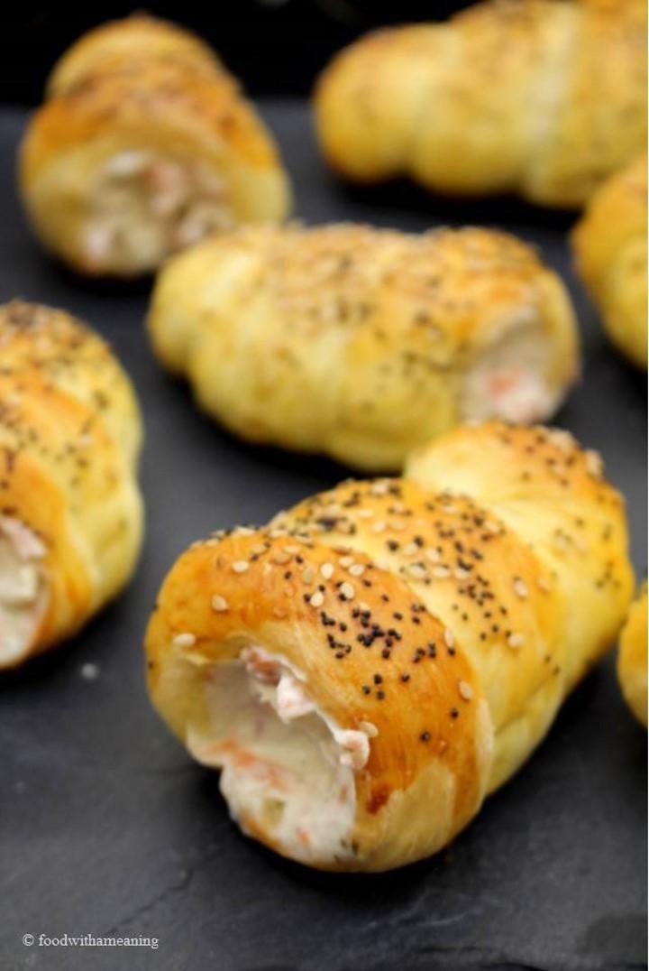 cornucópias com paté de salmão fumado