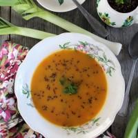 Sopa de alho-francês com quinoa vermelha...