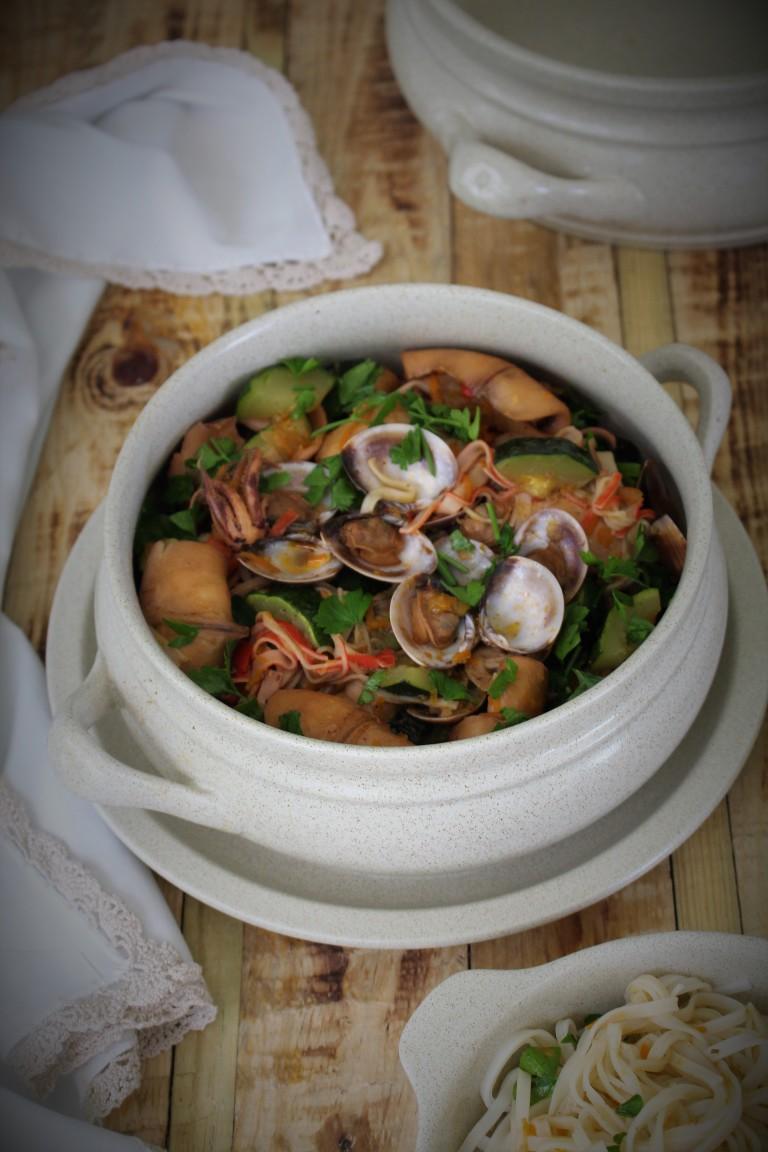 estufado de lulas com ameijoas e legumes__