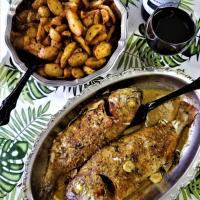 Hoje o almoço é no alpendre...Peixão assado e batatinhas com ervas aromáticas