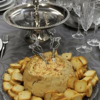 Pão alentejano com paté de chouriço e queijos