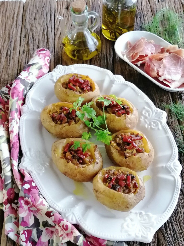 batatas recheadas com cogumelos, requeijão e bacon