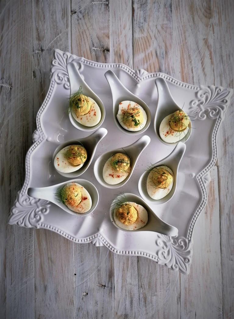 ovos recheados com requeijão