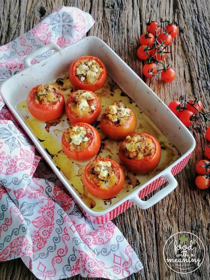 Tomates recheados com batata-doce e presunto