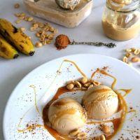 Gelado de banana, manteiga de amendoim e canela