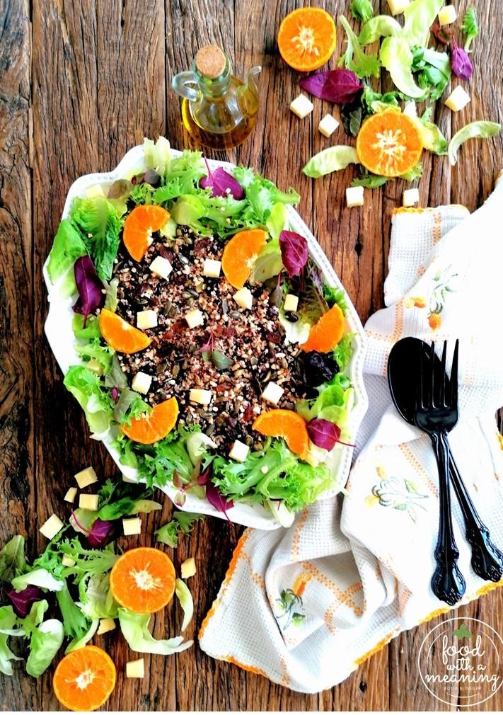 Salada de Quinoa com Feijão preto Rio Bravo e torresmos de toucinho